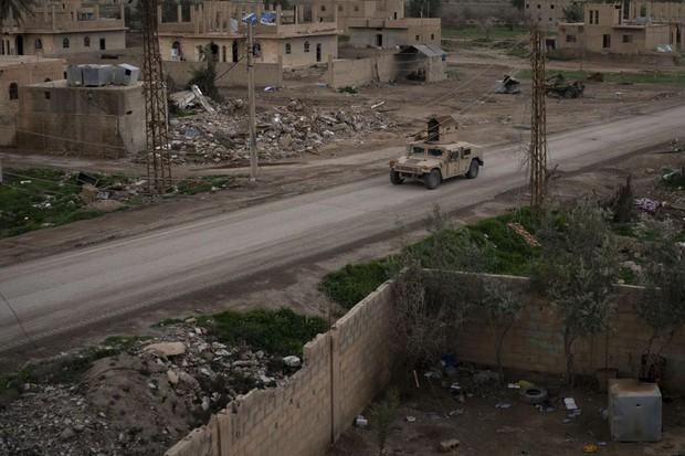 Đánh bom liều chết liên hoàn gây thương vong lớn tại Syria - Ảnh 1.