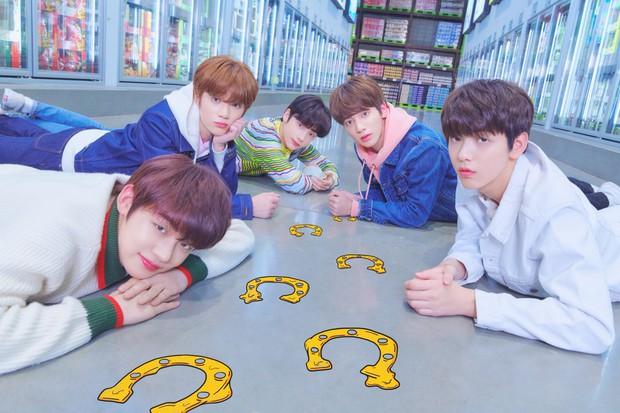 TXT tung ảnh nhá hàng cho album đầu tay, thành viên giống Jungkook (BTS) được quan tâm số một! - Ảnh 1.
