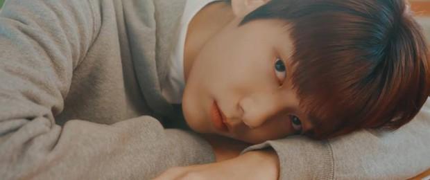 TXT tung ảnh nhá hàng cho album đầu tay, thành viên giống Jungkook (BTS) được quan tâm số một! - Ảnh 8.