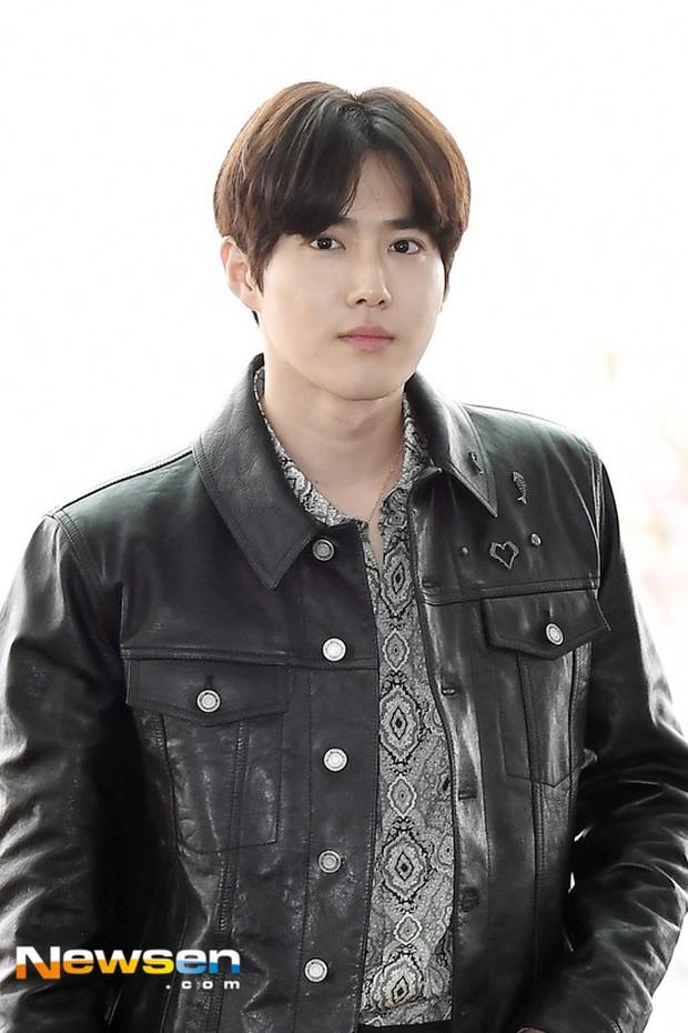 Em út mặt trắng bệch dẫn đầu đoàn BTS đọ sắc với Suho (EXO), mỹ nhân Seolhyun khoe dáng sang chảnh tại sân bay - Ảnh 19.