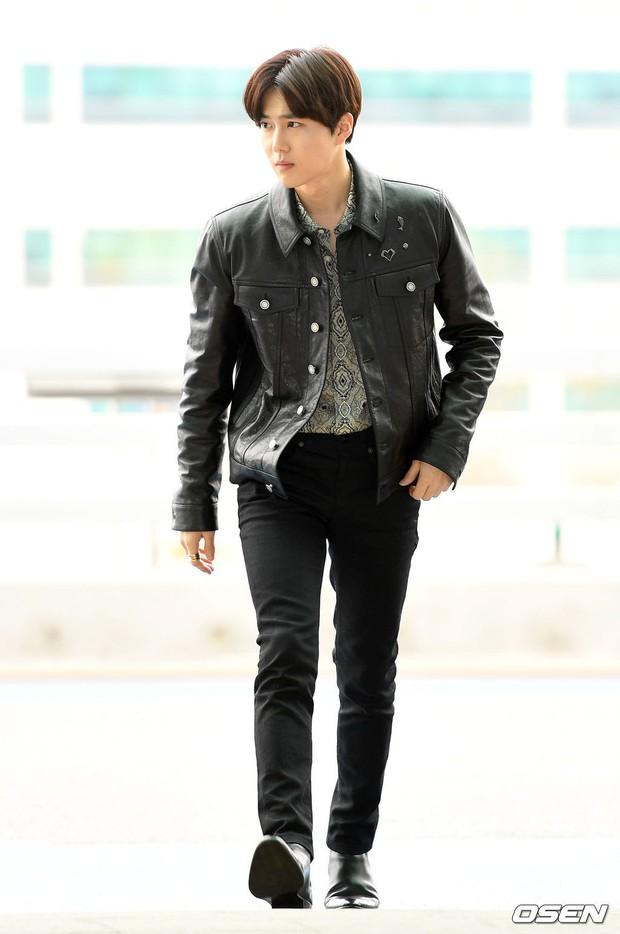 Em út mặt trắng bệch dẫn đầu đoàn BTS đọ sắc với Suho (EXO), mỹ nhân Seolhyun khoe dáng sang chảnh tại sân bay - Ảnh 17.