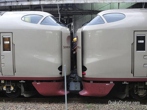 Tàu hỏa xuyên đêm ở Nhật Bản: Bên ngoài cũ kĩ đơn sơ, bên trong nội thất tiện nghi bất ngờ - Ảnh 7.