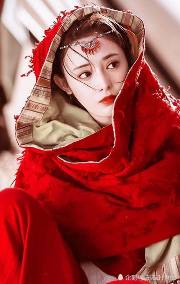 Bàng hoàng với nhan sắc khác lạ trước khi nổi tiếng của cô bé mắt ốc nhồi Bành Tiểu Nhiễm - Ảnh 2.