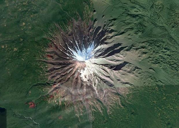 Không cần đi du lịch, Google Earth sẽ giúp bạn khám phá vẻ đẹp muôn màu của trái đất nhìn từ vệ tinh - Ảnh 1.