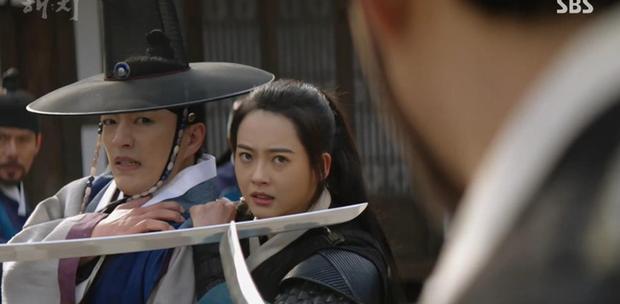 Chưa kịp yêu Go Ara, fan đã đẩy thuyền đam mỹ của Jung Il Woo và bạn thân trong Haechi - Ảnh 10.
