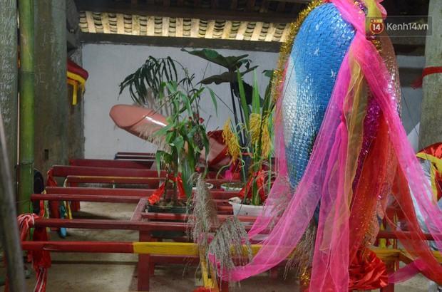 Người dân chen chân chụp ảnh bên cạnh của quý khổng lồ trong lễ hội độc nhất vô nhị ở Việt Nam - Ảnh 6.
