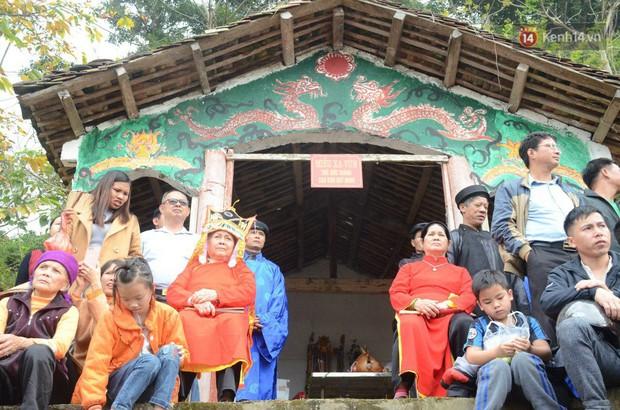 Người dân chen chân chụp ảnh bên cạnh của quý khổng lồ trong lễ hội độc nhất vô nhị ở Việt Nam - Ảnh 15.
