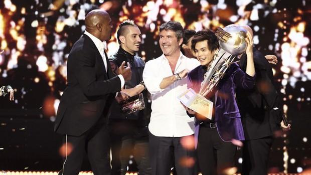 Susan Boyle dừng chân ở top 12 Americas Got Talent, Thần bài gốc Á giành chiến thắng - Ảnh 1.
