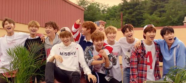 Top 10 ca khúc của idol Kpop trụ BXH lâu nhất: BTS chiếm sóng, Wanna One có thứ hạng cao bất ngờ - Ảnh 3.