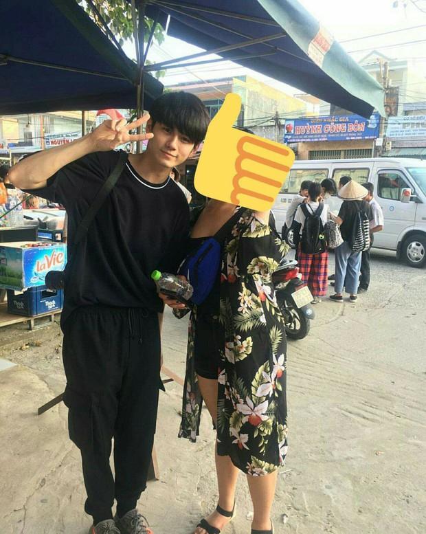 Fan Kpop Việt náo loạn trước loạt ảnh mỹ nam Wanna One đưa gia đình đến Đà Nẵng du lịch đúng dịp Tết - Ảnh 2.