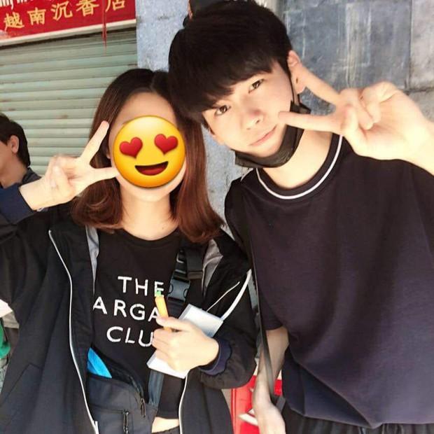 Fan Kpop Việt náo loạn trước loạt ảnh mỹ nam Wanna One đưa gia đình đến Đà Nẵng du lịch đúng dịp Tết - Ảnh 1.