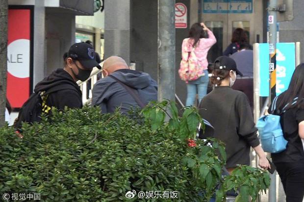 Đi mua sắm đón Tết, Lưu Thi Thi nhận được lời khen với vóc dáng thon gọn, thanh thoát dù đang bầu bí - Ảnh 5.