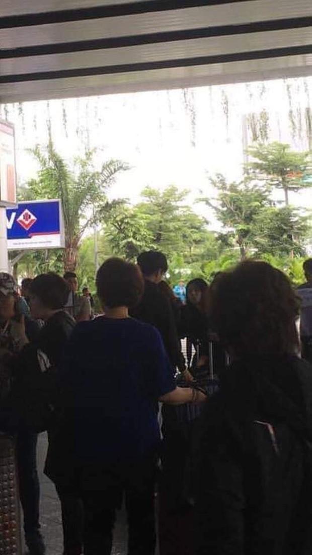 Fan Kpop Việt náo loạn trước loạt ảnh mỹ nam Wanna One đưa gia đình đến Đà Nẵng du lịch đúng dịp Tết - Ảnh 3.