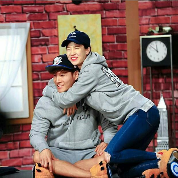 Running Man: Gary bất ngờ được nhắc đến trong chuyện tình của Song Ji Hyo và Kim Jong Kook - Ảnh 5.