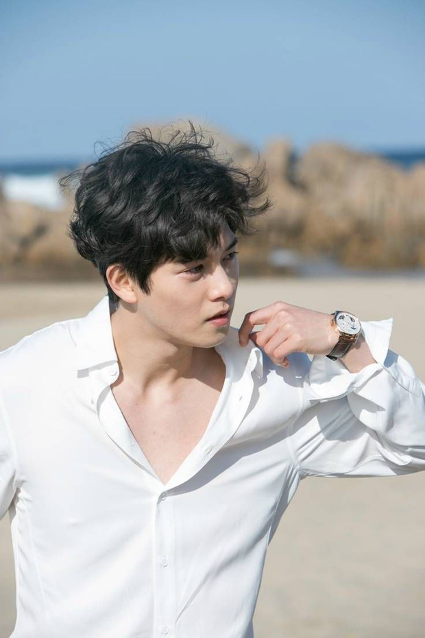 Nam diễn viên SKY Castle từng phải sống trong 1 chiếc xe hơi cũ cho đến khi gặp được Jonghyun (CNBLUE) - Ảnh 2.