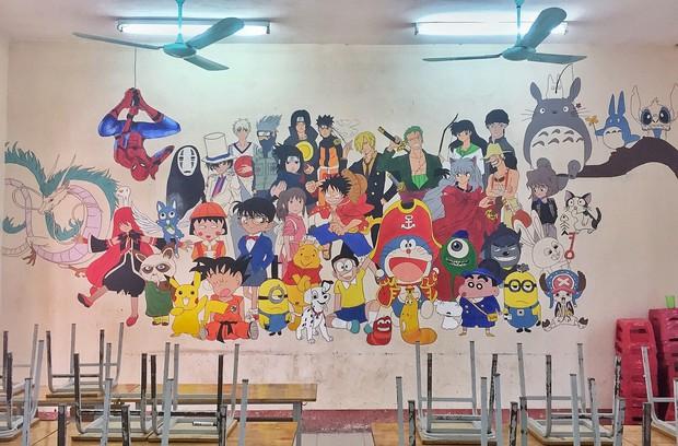Lớp học lưu giữ kỷ niệm cuối cấp bằng bức tranh khổng lồ chứa toàn nhân vật đình đám của tuổi thơ - Ảnh 1.