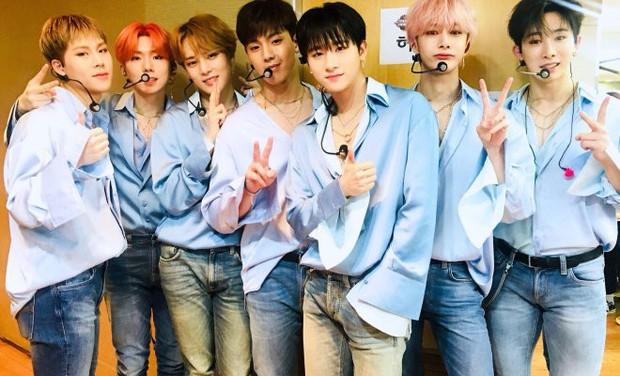 Chưa chính thức ra mắt, nhóm nhạc của 2 idol Kpop người Việt đã được đứng chung sân khấu với các tiền bối đình đám này - Ảnh 1.