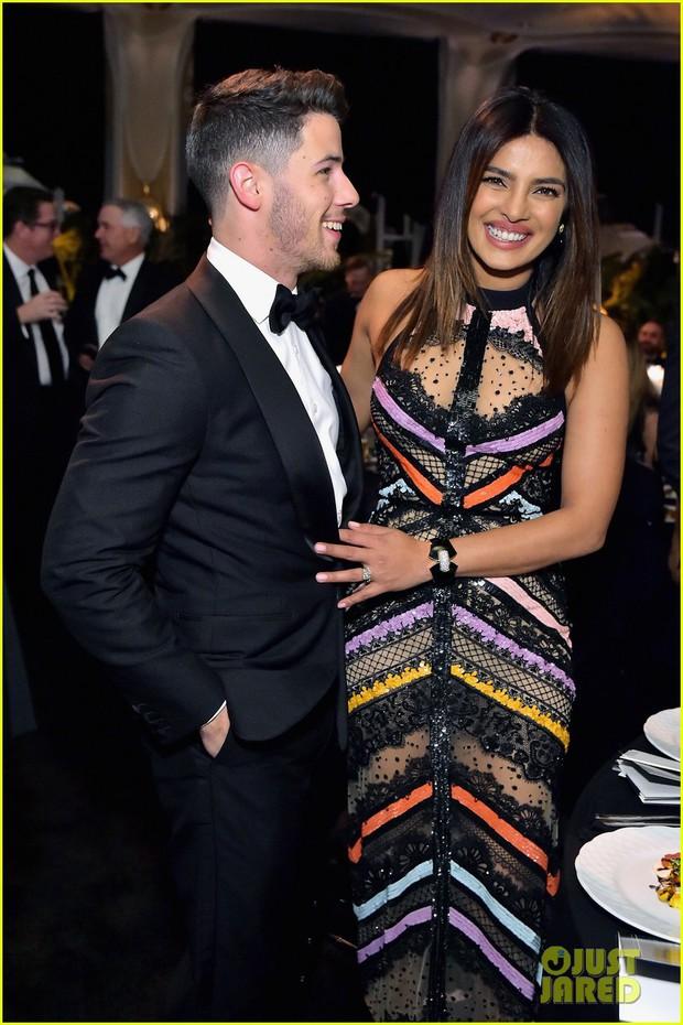 Dự sự kiện với vợ Hoa hậu lớn hơn 10 tuổi, Nick Jonas tự châm biếm bản thân vì tổ chức quá nhiều tiệc cưới - Ảnh 2.