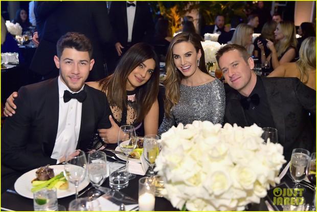 Dự sự kiện với vợ Hoa hậu lớn hơn 10 tuổi, Nick Jonas tự châm biếm bản thân vì tổ chức quá nhiều tiệc cưới - Ảnh 8.