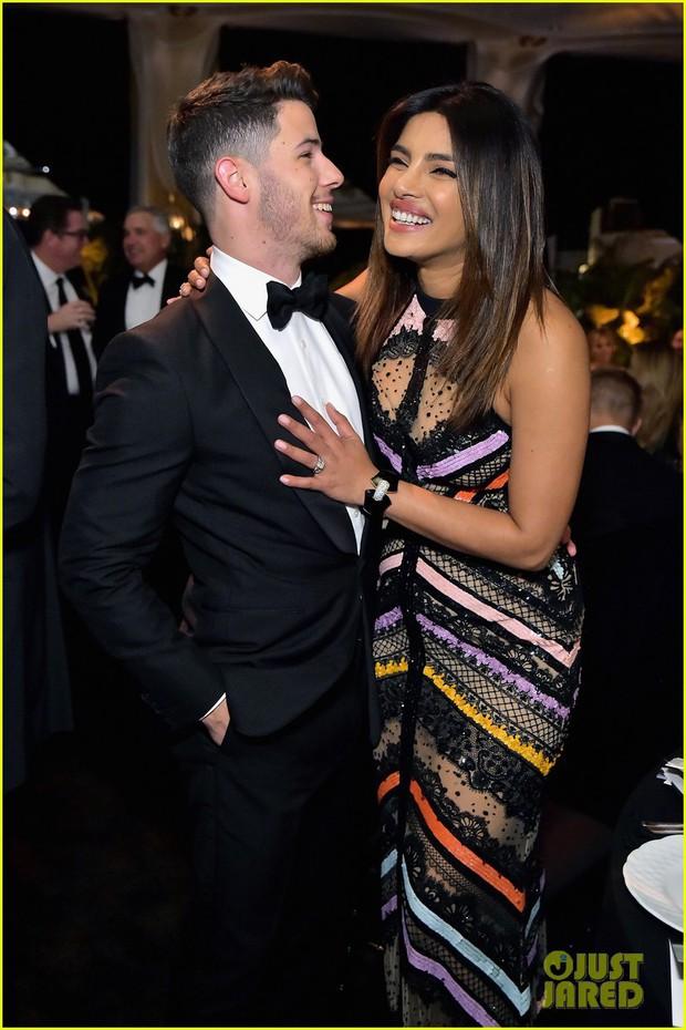 Dự sự kiện với vợ Hoa hậu lớn hơn 10 tuổi, Nick Jonas tự châm biếm bản thân vì tổ chức quá nhiều tiệc cưới - Ảnh 3.
