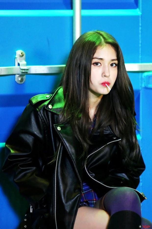 """Hội idol nữ vừa debut đã thu về cả """"rổ"""" antifan, bị """"ném đá"""" tơi bời từ tài năng đến nhân cách - Ảnh 1."""