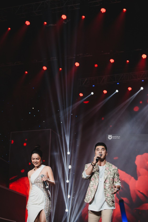 Fan nức lòng nhìn lại những khoảnh khắc tỏa sáng của ca sĩ Vpop trên sân khấu Việt-Hàn hot nhất năm qua - Ảnh 20.