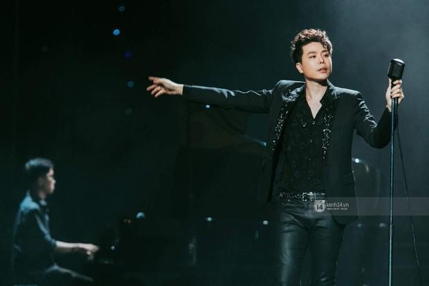 Fan nức lòng nhìn lại những khoảnh khắc tỏa sáng của ca sĩ Vpop trên sân khấu Việt-Hàn hot nhất năm qua - Ảnh 18.