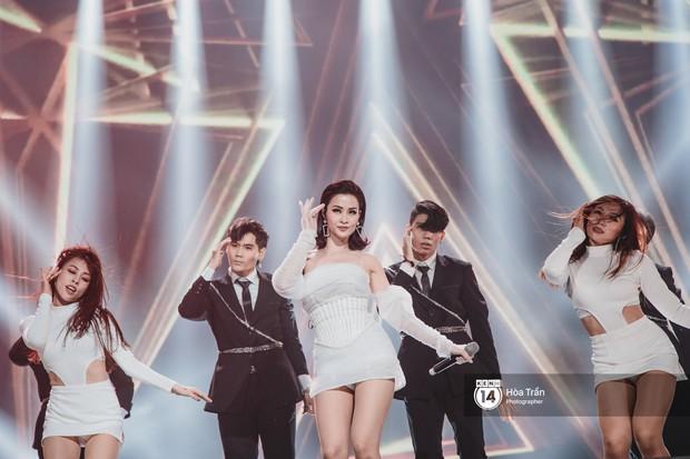 Fan nức lòng nhìn lại những khoảnh khắc tỏa sáng của ca sĩ Vpop trên sân khấu Việt-Hàn hot nhất năm qua - Ảnh 28.