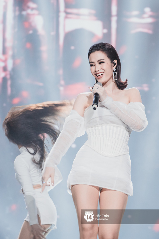 Fan nức lòng nhìn lại những khoảnh khắc tỏa sáng của ca sĩ Vpop trên sân khấu Việt-Hàn hot nhất năm qua - Ảnh 29.