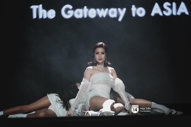 Fan nức lòng nhìn lại những khoảnh khắc tỏa sáng của ca sĩ Vpop trên sân khấu Việt-Hàn hot nhất năm qua - Ảnh 30.