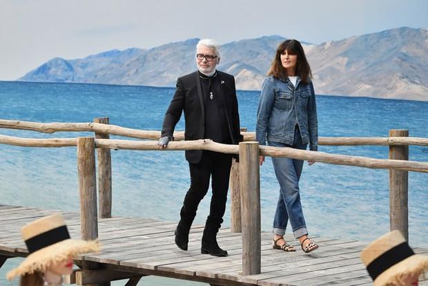 Phong cách của NTK Karl Lagerfeld qua năm tháng: ngoài màu đen còn rất nhiều điều thú vị, riêng cặp kính râm là gần như bất biến - Ảnh 19.