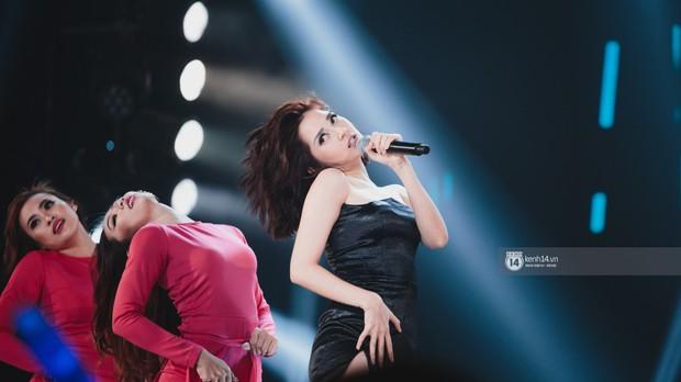 Fan nức lòng nhìn lại những khoảnh khắc tỏa sáng của ca sĩ Vpop trên sân khấu Việt-Hàn hot nhất năm qua - Ảnh 8.