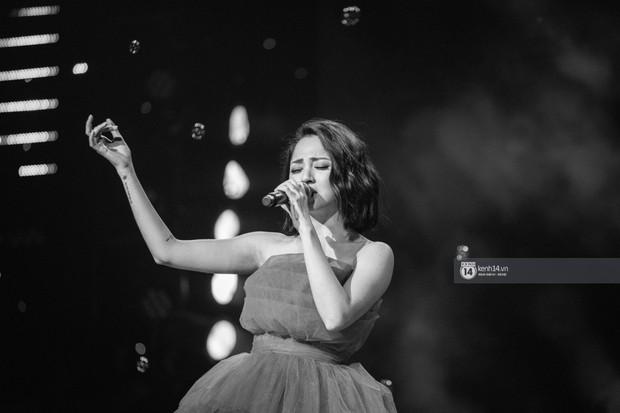 Fan nức lòng nhìn lại những khoảnh khắc tỏa sáng của ca sĩ Vpop trên sân khấu Việt-Hàn hot nhất năm qua - Ảnh 7.