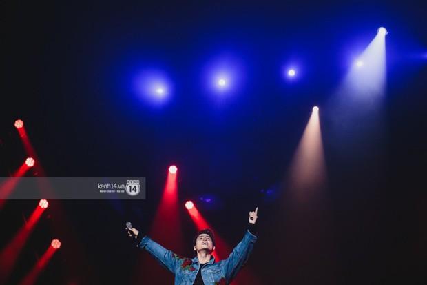 Fan nức lòng nhìn lại những khoảnh khắc tỏa sáng của ca sĩ Vpop trên sân khấu Việt-Hàn hot nhất năm qua - Ảnh 6.