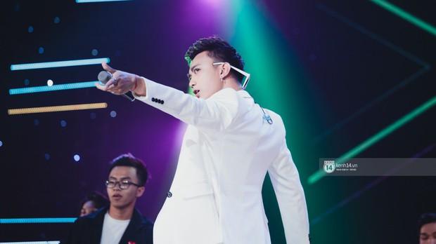 Fan nức lòng nhìn lại những khoảnh khắc tỏa sáng của ca sĩ Vpop trên sân khấu Việt-Hàn hot nhất năm qua - Ảnh 12.