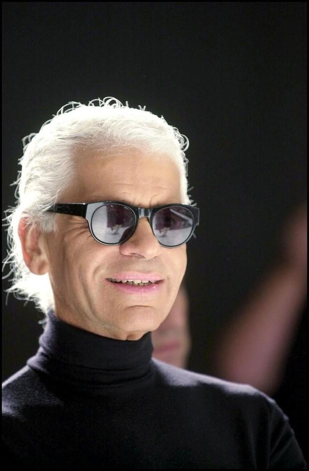 Phong cách của NTK Karl Lagerfeld qua năm tháng: ngoài màu đen còn rất nhiều điều thú vị, riêng cặp kính râm là gần như bất biến - Ảnh 8.