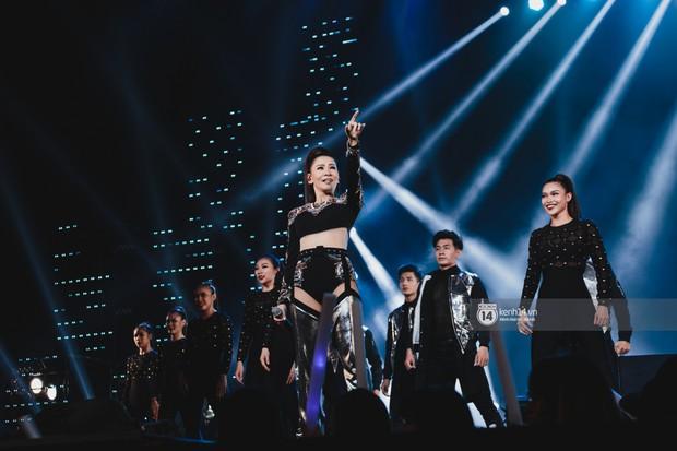 Fan nức lòng nhìn lại những khoảnh khắc tỏa sáng của ca sĩ Vpop trên sân khấu Việt-Hàn hot nhất năm qua - Ảnh 16.