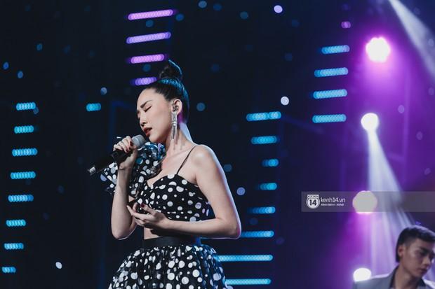 Fan nức lòng nhìn lại những khoảnh khắc tỏa sáng của ca sĩ Vpop trên sân khấu Việt-Hàn hot nhất năm qua - Ảnh 13.