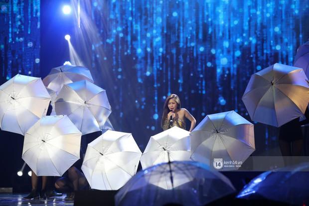Fan nức lòng nhìn lại những khoảnh khắc tỏa sáng của ca sĩ Vpop trên sân khấu Việt-Hàn hot nhất năm qua - Ảnh 24.