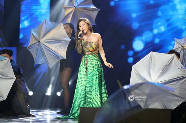 Fan nức lòng nhìn lại những khoảnh khắc tỏa sáng của ca sĩ Vpop trên sân khấu Việt-Hàn hot nhất năm qua - Ảnh 25.