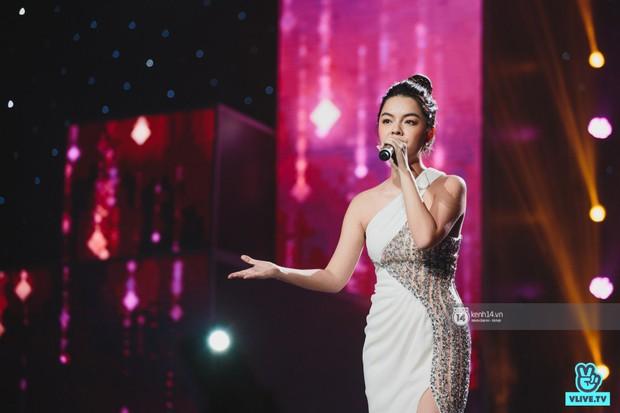 Fan nức lòng nhìn lại những khoảnh khắc tỏa sáng của ca sĩ Vpop trên sân khấu Việt-Hàn hot nhất năm qua - Ảnh 19.
