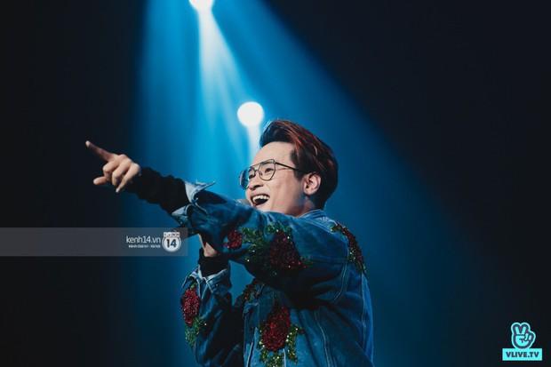 Fan nức lòng nhìn lại những khoảnh khắc tỏa sáng của ca sĩ Vpop trên sân khấu Việt-Hàn hot nhất năm qua - Ảnh 5.