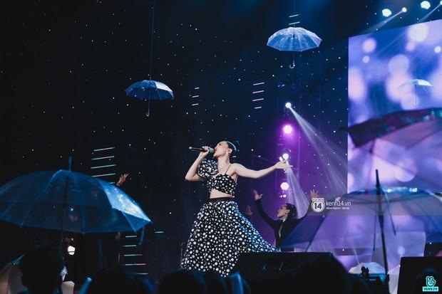 Fan nức lòng nhìn lại những khoảnh khắc tỏa sáng của ca sĩ Vpop trên sân khấu Việt-Hàn hot nhất năm qua - Ảnh 14.