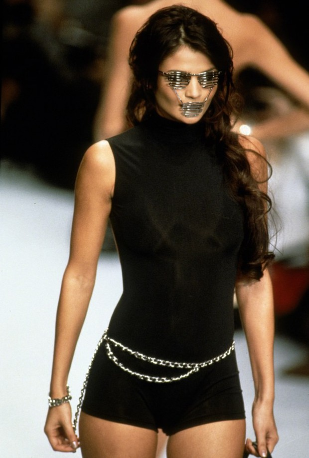Karl Lagerfeld: Những pha náo loạn chấn động nhà mốt Chanel, đến Coco có sống lại cũng phải sững sờ - Ảnh 1.