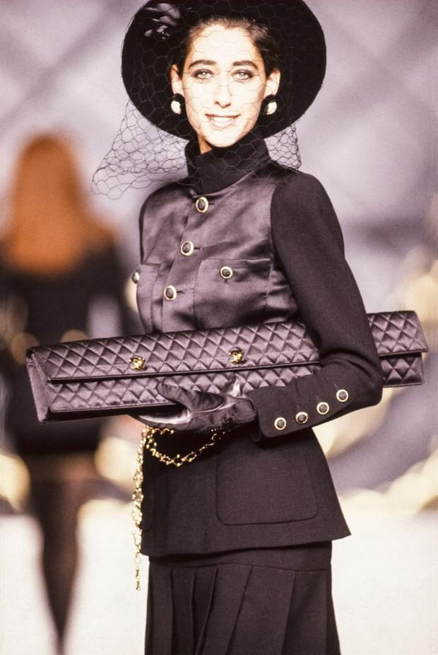 Karl Lagerfeld: Những pha náo loạn chấn động nhà mốt Chanel, đến Coco có sống lại cũng phải sững sờ - Ảnh 7.