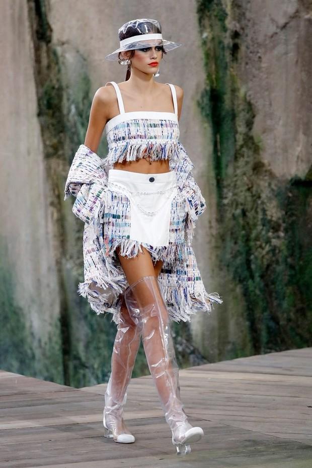 Karl Lagerfeld: Những pha náo loạn chấn động nhà mốt Chanel, đến Coco có sống lại cũng phải sững sờ - Ảnh 13.