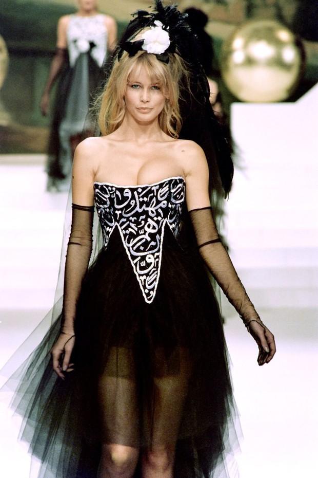 Karl Lagerfeld: Những pha náo loạn chấn động nhà mốt Chanel, đến Coco có sống lại cũng phải sững sờ - Ảnh 4.