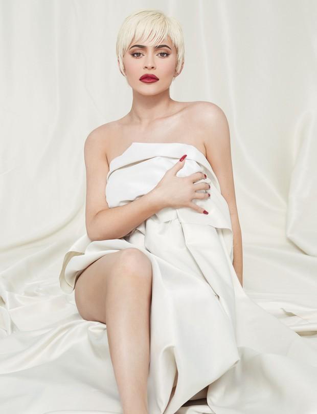Tỷ phú 22 tuổi Kylie Jenner khoe body bốc lửa trên bìa tạp chí, tiết lộ phương pháp lột xác mà không cần dao kéo - Ảnh 3.