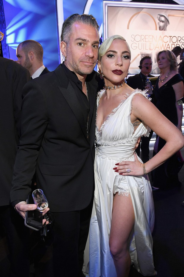 Lady Gaga tuyên bố hủy hôn với tình cũ, Bradley Cooper nhận gạch đá vì bị cho là người thứ 3 chen ngang - Ảnh 1.