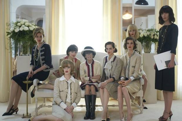 Không chỉ là nhà thiết kế thời trang huyền thoại, Karl Lagerfeld còn từng thử sức đạo diễn nhiều phim ngắn - Ảnh 8.